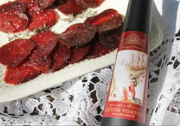 Rote Beete Carpaccio mit Pomposa Vinaigrette. Foto © Doktorenhof